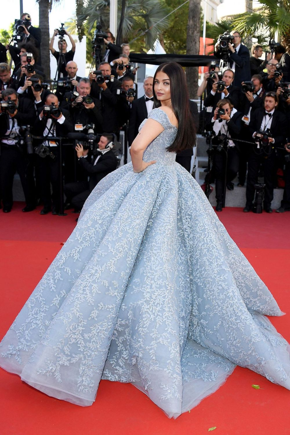 aishwarya-rai-at-okja-premiere-at-70th-annual-cannes-film-festival-05-19-2017_1