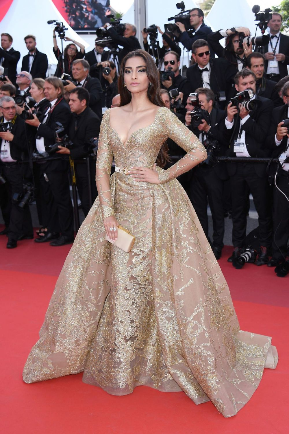 sonam-kapoor-at-the-killing-of-a-sacred-deer-premiere-at-70th-annual-cannes-film-festival-05-22-2017_1